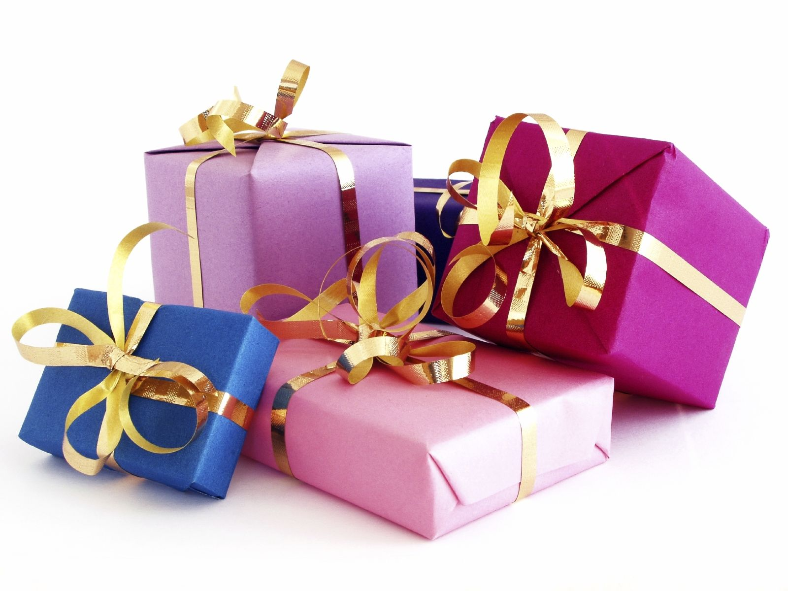 Выбираем новогодний подарок для женщины