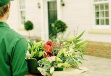 Нарядная доставка цветов к торжественным мероприятиям