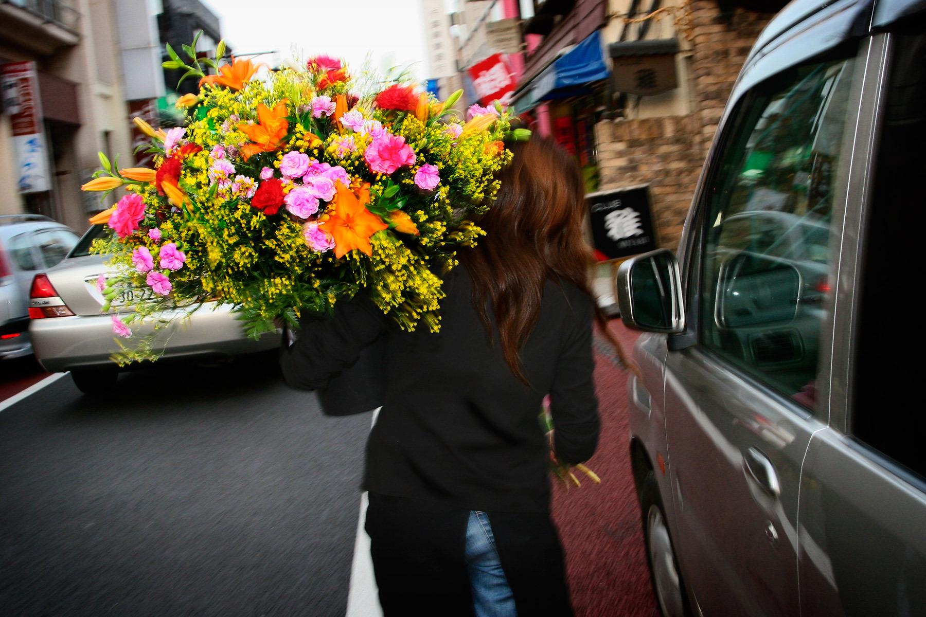 Воспользуйтесь доставкой цветов