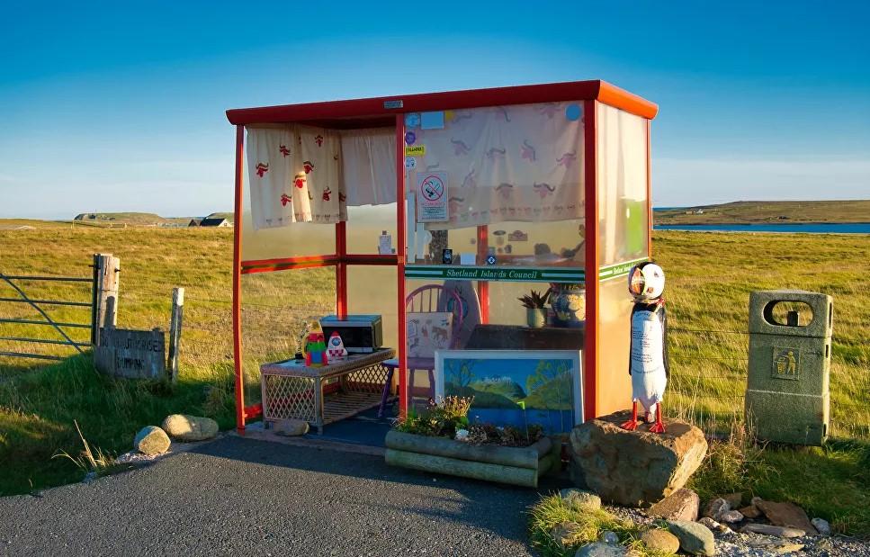 Самые странные автобусные остановки в мире